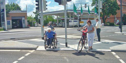 Getrennte Überquerungsstellen - ideal für Fußgänger und mit fahrbaren Hilfen